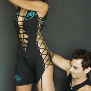 Adam Saaks - chuyên gia xé áo nghệ thuật