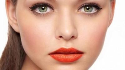 8 mẹo trang điểm giúp trẻ hóa khuôn mặt