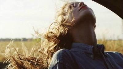 Con gái nhạy cảm là tốt nhưng nhạy cảm quá lại là một khuyết điểm...