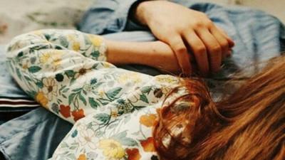 Em không còn yêu anh nữa, em thương anh...