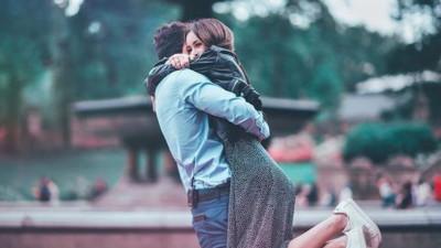 Bạn không lựa chọn tình yêu, mà là tình yêu lựa chọn bạn vì thế chỉ cần đón nhận thôi!