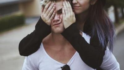 Tình yêu sinh ra không phải để đem đến bất hạnh và nước mắt