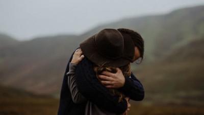 Trên đời này có cả trăm ngàn lý do để con người ta ra đi, dù còn yêu nhau rất nhiều...