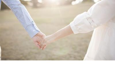 """Điều em mong đợi nhất, không phải là câu nói """"Anh yêu em"""", mà chỉ là """"Anh luôn ở đây""""..."""