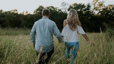 Muốn bên nhau mãi, phải biết làm mới cách yêu thương!