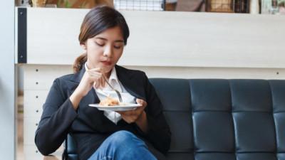 4 thời điểm mà phụ nữ nào cũng khổ sở vì cân nặng tăng chóng mặt