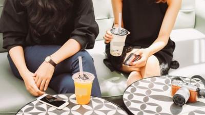 """Người yêu nghiện trà sữa đến """"phát cuồng"""" - Một là bỏ, hai là tập uống cùng, phải thế nào đây?"""