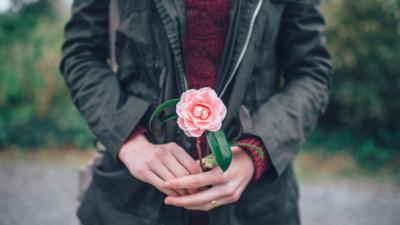 Ta yêu nhau không phải chỉ bằng ba từ đơn giản, mà yêu bằng chính cuộc sống của mình