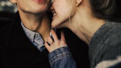 Chỉ sợ chúng ta ao ước đi bên cạnh nhau lại vô tình đi cùng một người khác, ở một nơi rất khác...