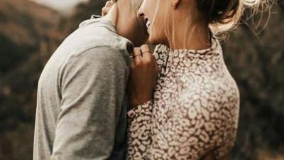 Chuyện gì rồi cũng sẽ qua, chẳng ai yêu mãi người không yêu mình đâu anh à...
