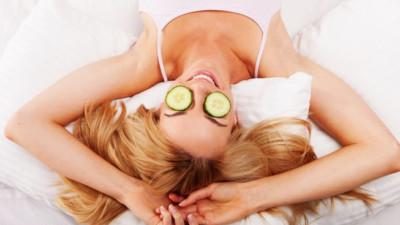 8 cách trị quầng thâm mắt từ sâu bên trong