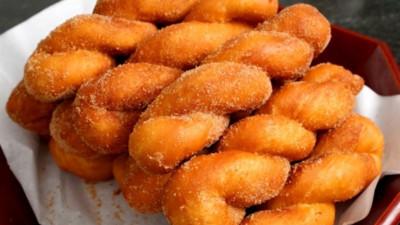 Ngon miệng với món bánh Donut xoắn, thích hợp nhâm nhi cho team hảo ngọt
