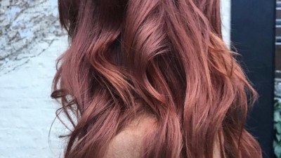 """Cuối cùng cũng có một màu nhuộm đẹp long lanh mà con gái châu Á tóc đen có thể """"đu"""" theo: màu nâu hoa hồng"""