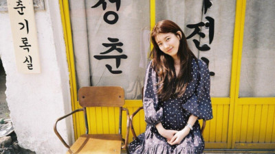 """Du hí Jeju, Suzy khoe nhan sắc rực rỡ nhưng nữ diễn viên """"Yêu không kiểm soát"""" đi cùng lại gây chú ý vì quá xinh"""