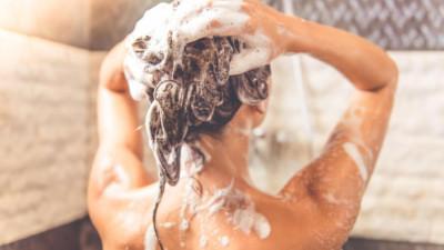 Đừng làm những việc này nếu không muốn mụn mọc tràn lan trên da đầu