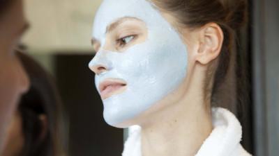 Chưa bao giờ tin vào sản phẩm mặt nạ, nhưng cô nàng lại đã bị thuyết phục với khả năng làm sạch mụn của loại mặt nạ xanh lét này