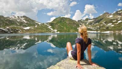 Nếu định đi du lịch một mình, chị em nhất định nên thuộc lòng 7 điều dưới đây