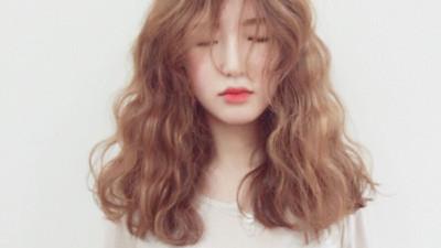 Thường xuyên bị rụng tóc: có thể là do 5 nguyên nhân này gây ra
