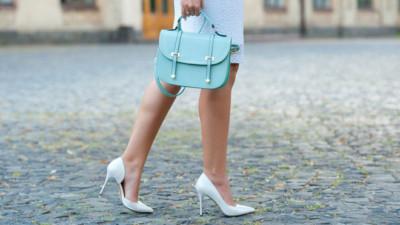 4 cách biến hóa với giày cao gót trắng - món đồ không thể thiếu trong tủ đồ của chị em trong mùa hè này
