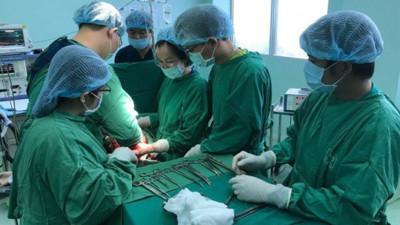 Mới 20 tuổi, cô gái đã có khối u buồng trứng 18kg