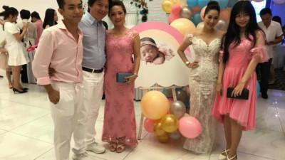 Từng bị cả nhà Phan Hiển phản đối, Khánh Thi giờ đây nhận cơn mưa lời chúc tụng từ gia đình chồng trong tiệc đầy tháng con gái nhỏ