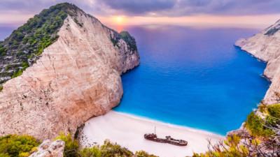 Những bãi biển có xác tàu đắm kỳ thú nhất thế giới mà ai cũng nên ghé thăm một lần trong đời