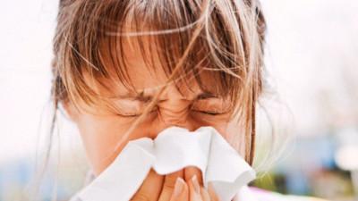 Mùa hè mà bị cảm thế nào cũng dai dẳng và khó chịu hơn mùa đông nhiều - lý do là vì...