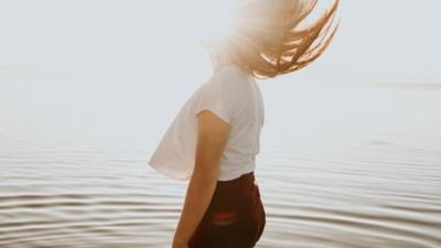 Dành cho những ai đang cảm thấy cuộc sống này khó khăn: Hãy đọc bài viết này, bạn sẽ thấy đau buồn đơn giản chỉ là một lựa chọn mà thôi