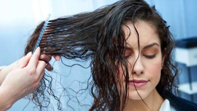 Vừa gội đầu xong đã làm những điều này chỉ khiến mái tóc nhanh hư tổn