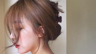 Dưỡng rất cẩn thận mà tóc cứ mãi chẻ ngọn lại còn rụng cả búi, chắc chắn là do 5 thói quen này của bạn