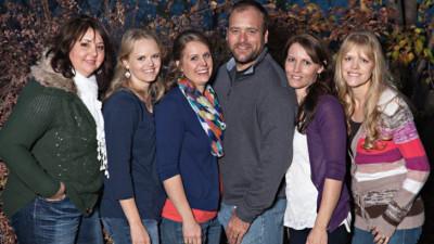 Cuộc sống hạnh phúc bên 5 người vợ và 25 đứa con của ông chồng hào hoa nhất nước Mỹ