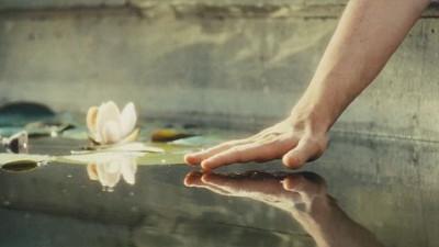 Tình yêu chẳng thể nghiêng về một phía, chông chênh, ắt có kẻ phải ngã nhào!