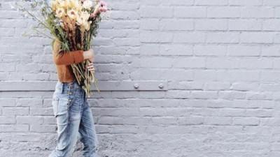 Cô gái 25 à, đừng đau khổ vì yêu, đừng nghĩ cưới chồng là thước đo hạnh phúc