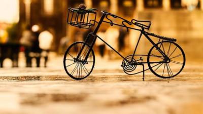 Cuộc sống giống như đi xe đạp: muốn giữ thăng bằng thì phải tiếp tục di chuyển