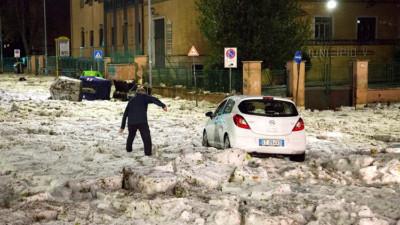 Bạn sẽ không thể tin nổi đây là thành phố Rome chỉ sau một cơn mưa đá và lũ quét