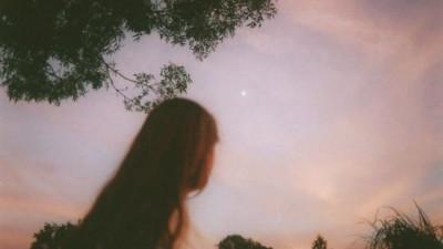 Cuộc sống mà, yêu nhau thì đừng hứa câu mãi mãi, trên đời chẳng có gì chắc chắn đâu