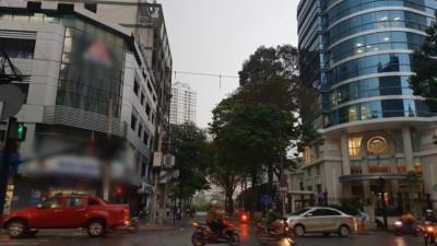 Mưa lớn bất ngờ, trời Sài Gòn tối mù dù đã 8h sáng, CĐM hoang mang lo sợ bão lại về
