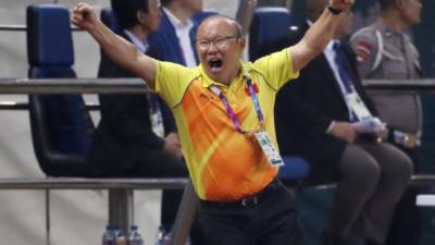 Trước thềm trận chung kết lượt về, HLV Park Hang Seo bất ngờ nhận tin vui từ quê nhà