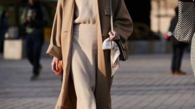 Trời lạnh mà cứ ngại diện chân váy, đấy là bạn chưa biết 12 công thức diện rất đẹp mà còn rất ấm này rồi!