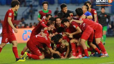 """Tuyển Việt Nam chơi xuất sắc """"Thử thách 1 năm"""": Từ bất ngờ khi lọt bán kết U23 châu Á đến hiên ngang vào tứ kết ASIAN Cup 2019"""