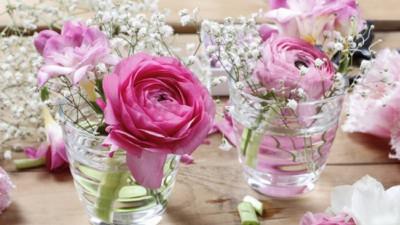 4 mẹo cắm hoa siêu dễ ai cũng có thể làm được để mùa xuân luôn bừng nở trong nhà bạn