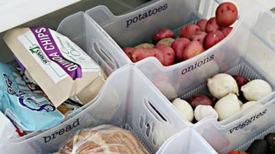 Muốn tủ bếp lúc nào cũng gọn gàng, ngăn nắp hãy tham khảo ngay những thiết kế lưu trữ đồ dùng làm bếp này