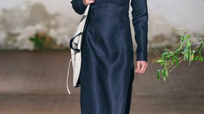 Xuất hiện nhiều mẫu thiết kế giống áo dài Việt Nam trên sàn diễn của Jil Sander tại Milan Fashion Week