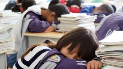 Trẻ em và thanh thiếu niên Trung Quốc ngày càng thiếu ngủ vì... học quá nhiều