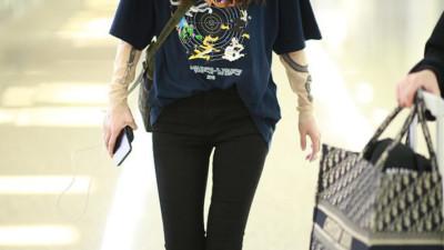"""Diện áo dài tay bên trong áo phông, Angela Baby bị netizen mỉa mai: """"Lại đang cố bắt chước Dương Mịch chứ gì"""""""