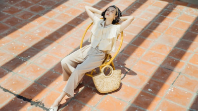 """Thời tiết """"nóng chảy mỡ"""" thì mặc gì để vừa mát mẻ mà vẫn đẹp và hợp thời trang?"""