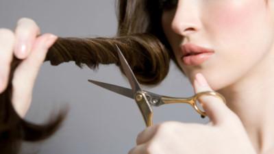 Miền Bắc 36ºC - Miền Nam 40ºC: 5 cách giải cứu mái tóc bết dầu- mướt mồ hôi cho các nàng cực hay