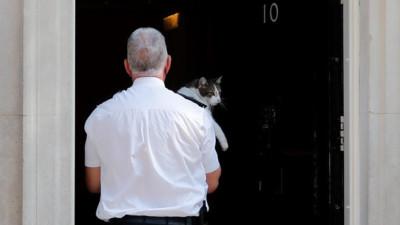 Dù thế sự đổi thay nhưng một vị 'Tổng quản' quyền lực vẫn vững như bàn thạch trong văn phòng Thủ tướng Anh