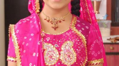 """Trời ơi tin nổi không, sau 4 năm bé Anandi trong """"Cô dâu 8 tuổi"""" đã lột xác ngoạn mục đến mức này!"""