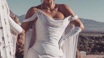 """Kim Kardashian gây bão với bộ ảnh quý phái khác lạ, """"đốt mắt"""" với siêu vòng 1 o ép và thần thái ngút ngàn"""